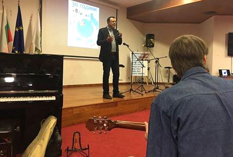 """Поети с китари от страната на """"Поетични струни"""" в Харманли"""