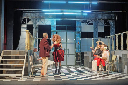 Театър