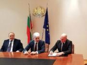 Подписване на договор в МОСВ