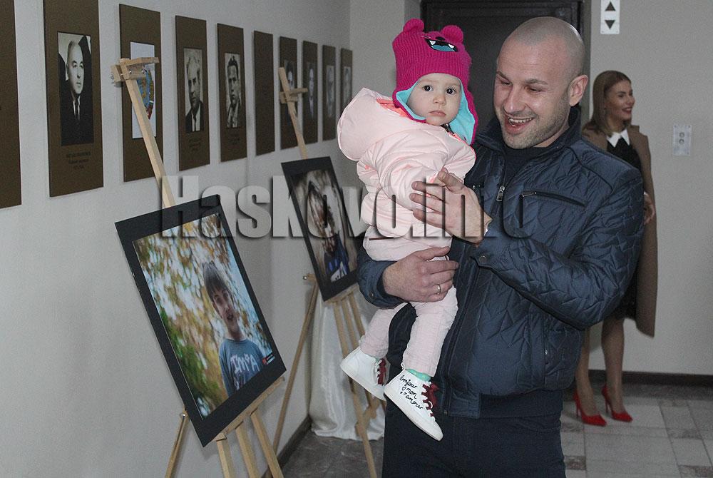 """Красива фотоизложба събира средства за каузата """"За повече деца в България"""""""