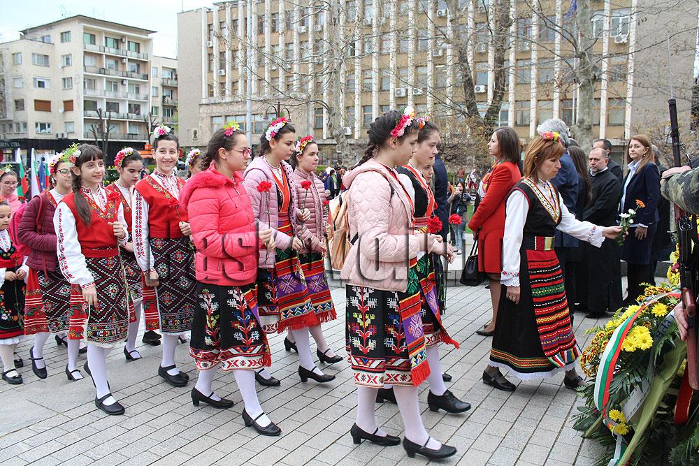 С поднасяне на венци и цветя и концерт Хасково отбеляза Деня на Тракия