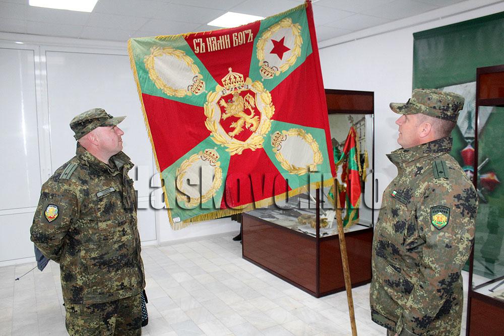 Знамето на 10-ти родопски полк събра и внуци на сражавали се за България