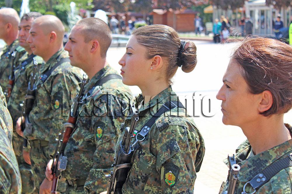Военни