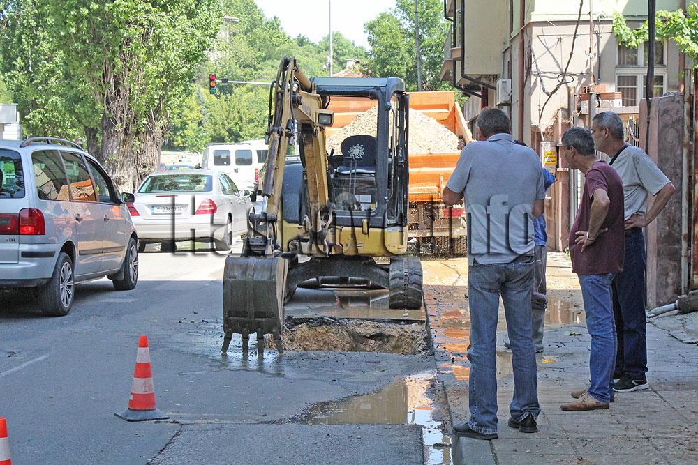 ВиК разкопава тази нощ хасковско кръстовище заради скрита авария