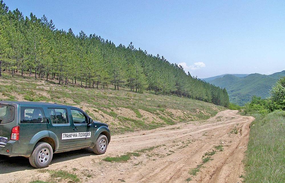 Гранични полицаи задържаха 24 афганистанци и любимчанин край Мезек